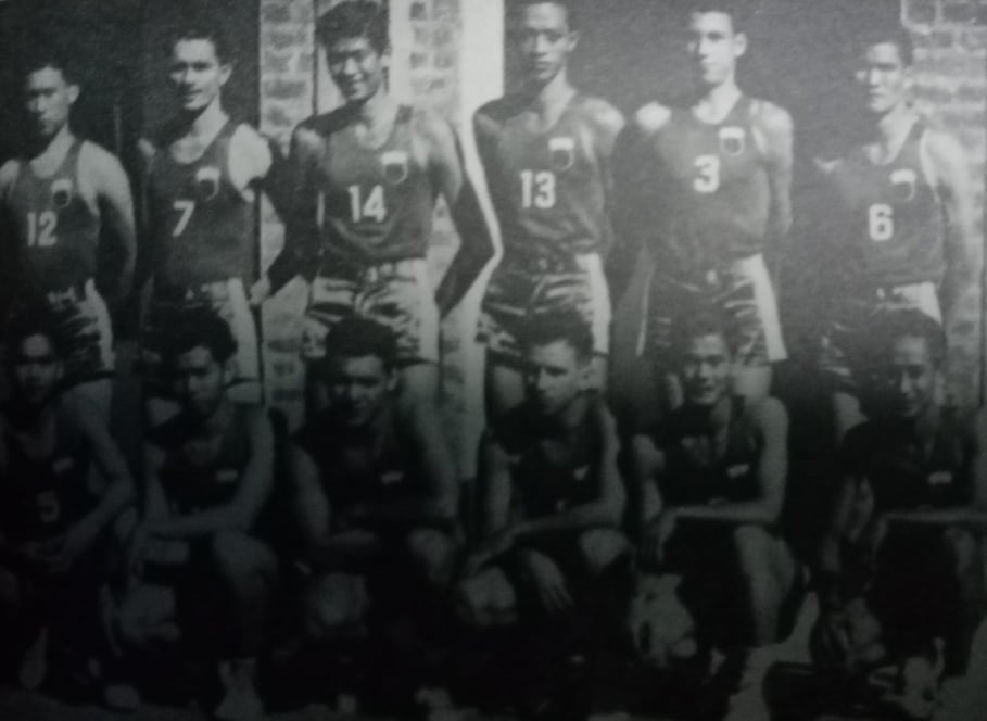 Led by the pigeon-chested Caloy Loyzaga (3), our boys captured the gold medal in the 1st Asian Games held in New Delhi, India in 1951. [Henry Liao photo]