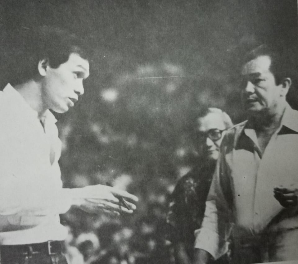 Tams manager Pablo Carlos (right) unceremoniously handed coach Fort Acuna his walking papers during halftime of Game 3 of the All-Filipino finals in 1980.